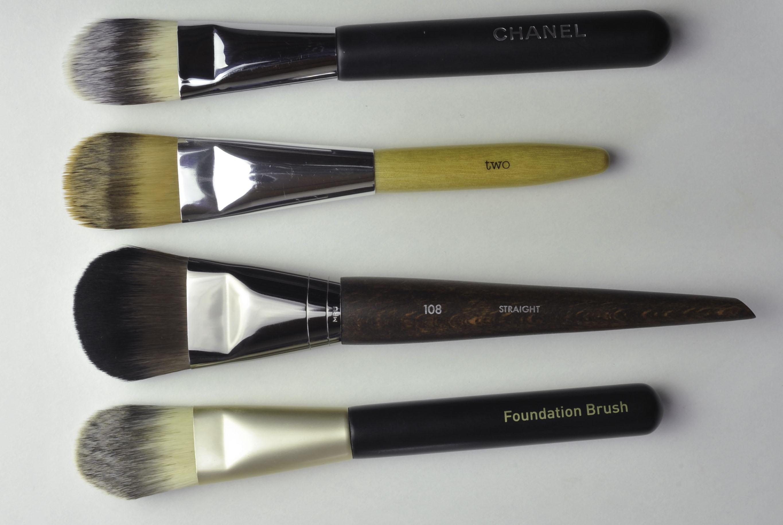 Ever Large Foundation Brush N 108
