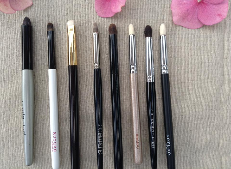 Brushes for smoking out eyeliner
