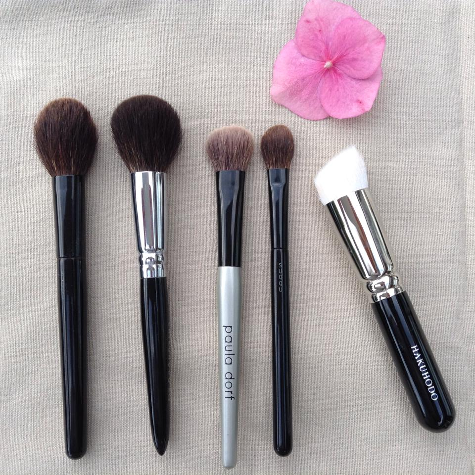 Cheek and small brushes for powder(1)