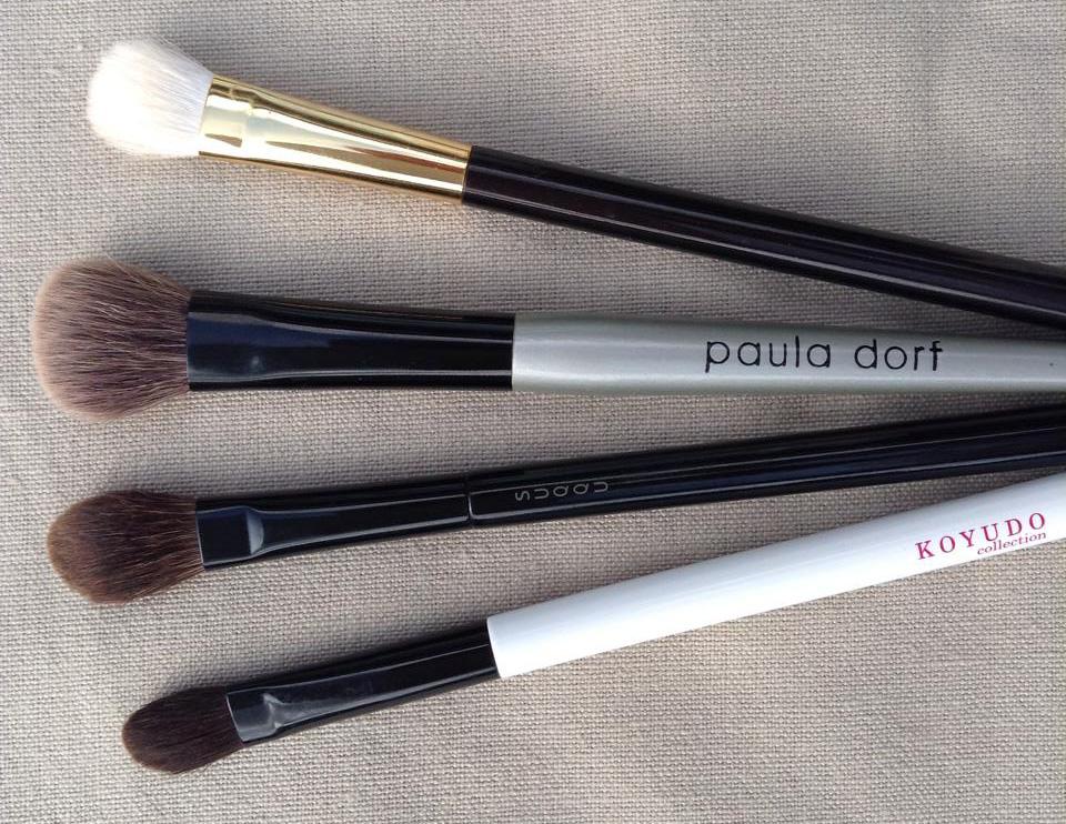 Eye blending brushes