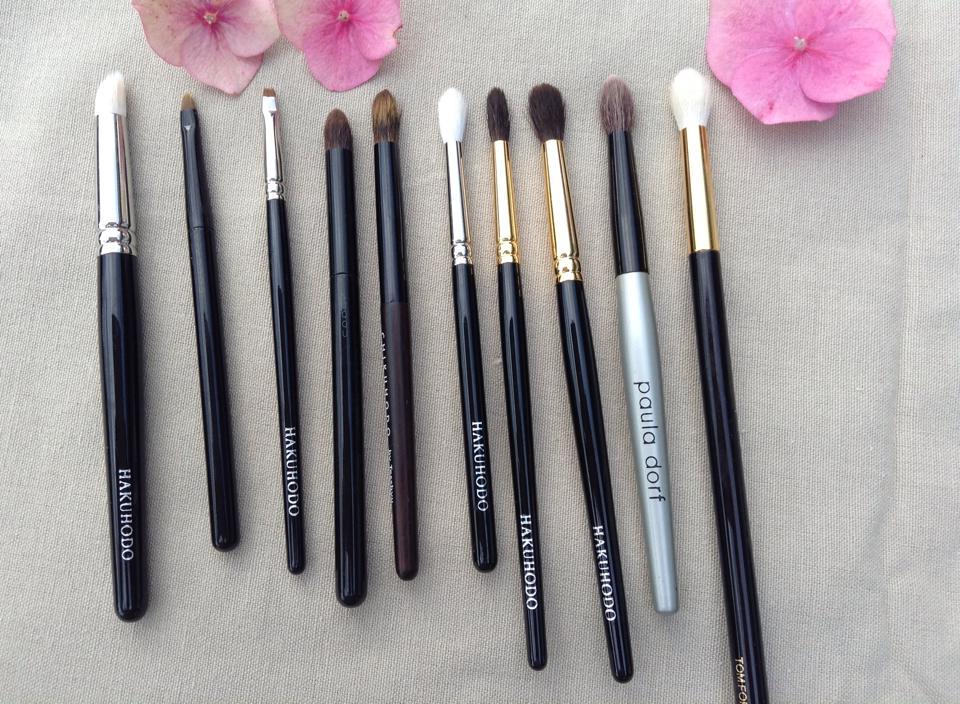 Eyeliner and crease brushes